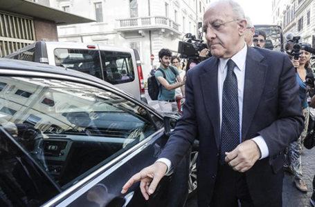 «Io bersaglio dei violenti»: De Luca chiede aiuto a Mattarella